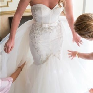 Women S Wedding Dress Cleaning And Preservation Cost On Poshmark
